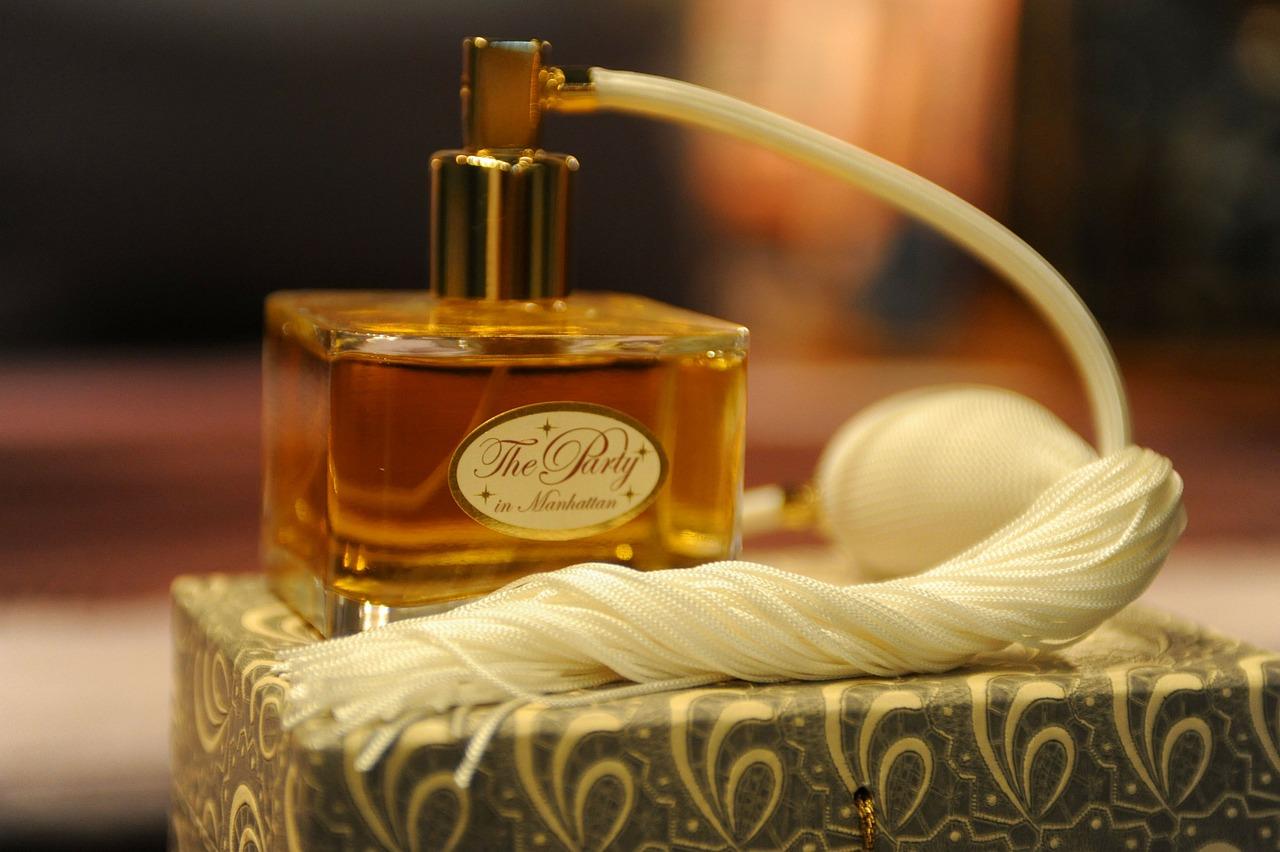 Sådan kender du forskel mellem en falsk og ægte parfume
